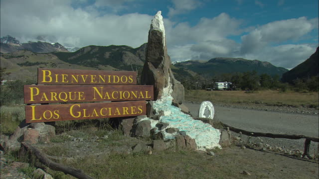 ms, los glaciares national park entrance sign, patagonia, argentine - entrance sign stock videos & royalty-free footage