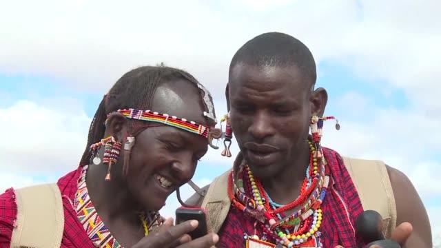 Los guerreros masai en la sabana del sur de Kenia estan transformando sus tradiciones al proteger a los leones y ahora van armados con un GPS en...