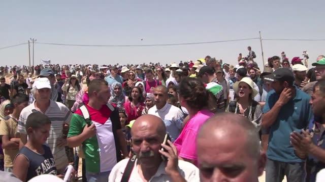 los habitantes de la aldea palestina de susia en cisjordania enfrentan la amenaza de demolicion de su pueblo del que ya han sido expulsados mas de... - palestina stock videos and b-roll footage
