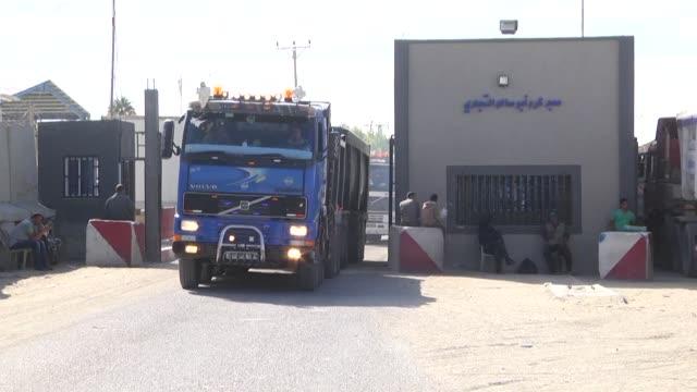 los habitantes de la franja de gaza esperan que con la toma de poder de al fatah antes del 1 de diciembre las condiciones economicas y los precios de... - palestina stock videos and b-roll footage