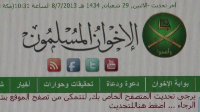 los hermanos musulmanes de egipto llamaron el lunes al levantamiento contra el golpe de estado despues de la muerte de 42 personas la madrugada del... - personas stock videos & royalty-free footage