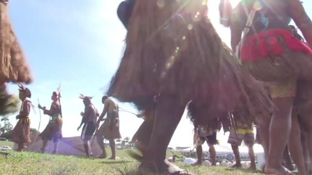 stockvideo's en b-roll-footage met los indigenas de brasil prometen declarar la guerra al congreso y paralizar el pais despues que la bancada ultraconservadora diera un nuevo paso para... - agricultura