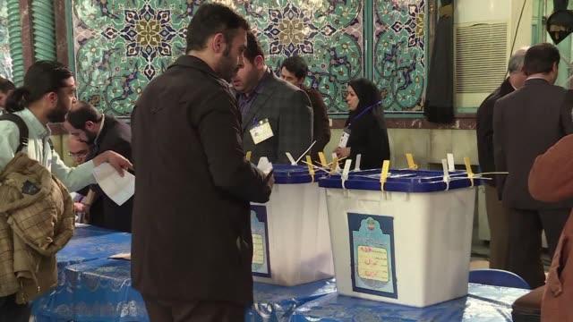los iranies votaban este viernes en dos comicios cruciales para el mantenimiento de la politica de apertura del presidente moderado hasan rohani... - politica stock videos & royalty-free footage
