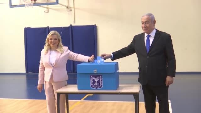 los israelies votaban el martes en sus segundas elecciones legislativas en cinco meses en las que decidiran si extienden el mandato de benjamin... - benjamin netanyahu stock videos & royalty-free footage