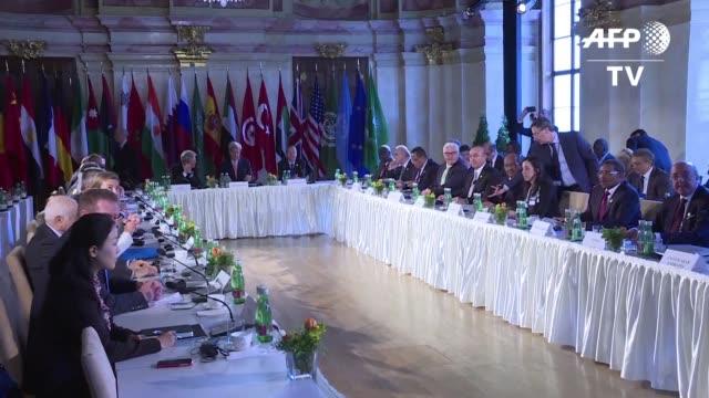 los ministros de relaciones exteriores de estados unidos de varios paises europeos y africanos se reunian este lunes en viena para discutir el caos... - discutir stock videos & royalty-free footage