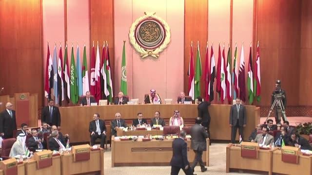 Los ministros de Relaciones Exteriores de Rusia y de la Liga Arabe formularon este sabado un llamado en El Cairo a poner fin a la violencia 'de...