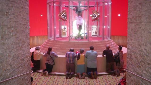 los nicaraguenses celebraron una misa el jueves en managua para exigir justicia democracia y el fin de la violencia en su pais que desde hace semanas... - managua stock videos & royalty-free footage