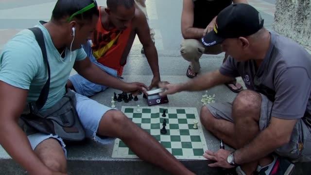 Los ninos cubanos que apenas comienzan a leer y escribir ya estan inmersos en clases de ajedrez