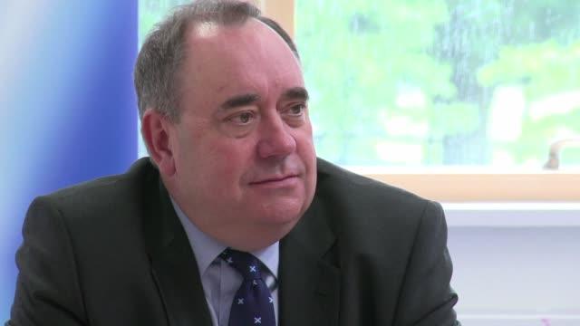 los partidarios de la independencia de escocia tienen un mes para apelar al corazon de los votantes y hacerles olvidar el dinero el principal desafio... - desafio stock videos and b-roll footage