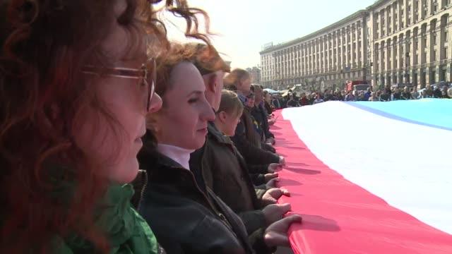 vídeos y material grabado en eventos de stock de los partidarios de las nuevas autoridades de ucrania se manifestaron este domingo en kiev por la unidad del pais y en contra de los deseos... - península