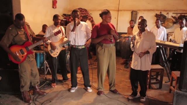 los peculiares integrantes de la banda zomba prision project de malaui pronto podrian obtener el exito mundial debido a su nominacion en los... - música stock videos & royalty-free footage