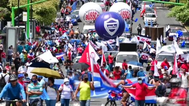 los residentes de san josé salieron a las calles el lunes para protestar contra los impuestos temporales y un nuevo proyecto de ley de empleo... - costa rica stock videos & royalty-free footage