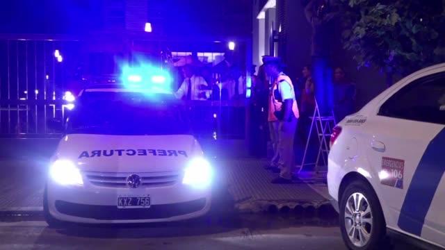 vídeos de stock, filmes e b-roll de los resultados preliminares de la autopsia realizada al fiscal argentino alberto nisman hallado muerto el domingo en su apartamento con un disparo en... - autopsia