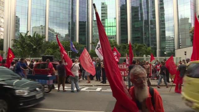 los trabajadores petroleros de brasil iniciaron una huelga de 72 horas mientras los camioneros siguen desactivando su movimiento que paralizo la... - transporte stock videos & royalty-free footage
