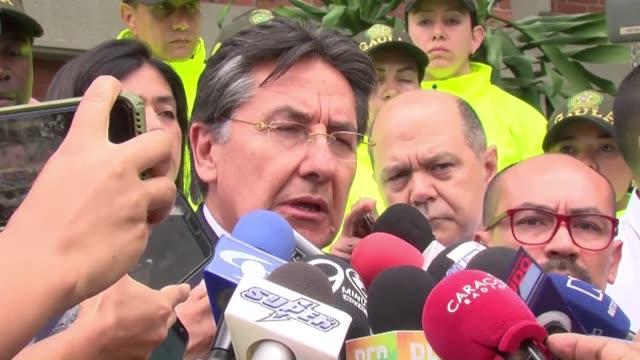 los tres cuerpos encontrados en la selva de colombia son del grupo periodistico del diario el comercio de quito que fue secuestrado y asesinado por... - diario stock videos and b-roll footage