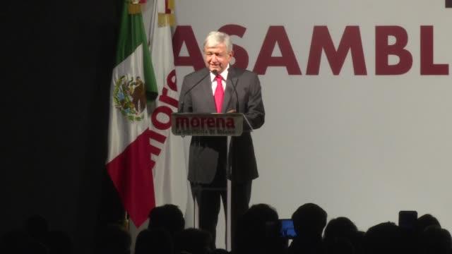 Los tres principales contendientes por la presidencia de Mexico lanzaron el domingo sus candidaturas para dar inicio a una campana que se anticipa...