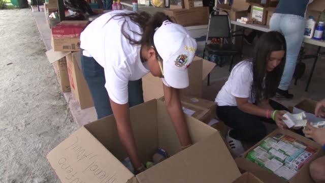 los venezolanos en el exterior del pais reunen donaciones para los combatientes de las protestas en su pais - hialeah stock videos & royalty-free footage