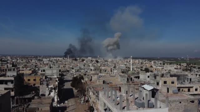 los yihadistas y los rebeldes recuperaron el jueves una ciudad estrategica de la provincia de idlib lo que supuso un reves para el regimen de bashar... - medio oriente video stock e b–roll