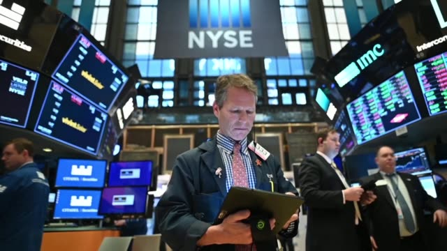 losses on wall street deepen after beijing responded to the latest us tariff announcement with actions in foreign exchange and agricultural markets - trade war stock videos & royalty-free footage
