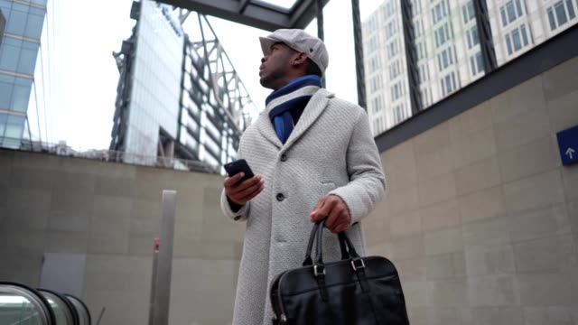 lost businessman looking for a way at a big city - winter coat stock videos & royalty-free footage