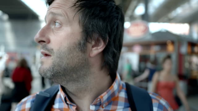 stockvideo's en b-roll-footage met hd: lost man in a subway station - verwarring