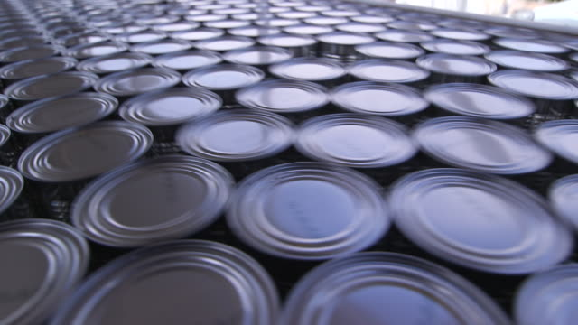 lots of cans changing direction on production line - wiese stock videos & royalty-free footage