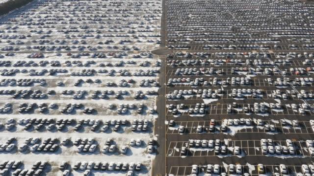 vídeos y material grabado en eventos de stock de lots of cars standing in a parking lot / asan-si, chungcheongnam-do, south korea - terrenos a construir