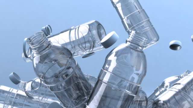 vídeos y material grabado en eventos de stock de montón de botellas de agua descendente - botella