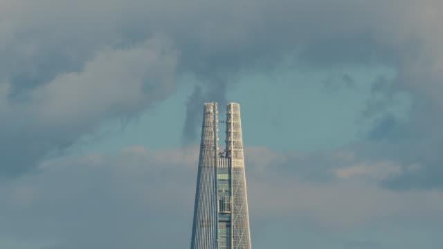 vídeos de stock e filmes b-roll de lotte world tower in downtown jamsil / songpa-gu, seoul, south korea - placa de nome de rua