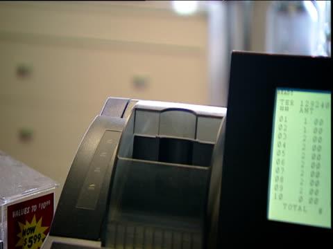 vídeos y material grabado en eventos de stock de lottery machine vends ticket emerges arizona usa - ticket