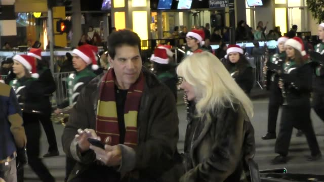 lou ferrigno's parade car breaks down on hollywood blvd at the 85th annual hollywood christmas parade in hollywood in celebrity sightings in los... - sfilata di natale di hollywood video stock e b–roll