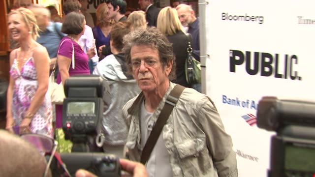 lou reed and guest at the 2010 public theater gala at new york ny. - ルー リード点の映像素材/bロール