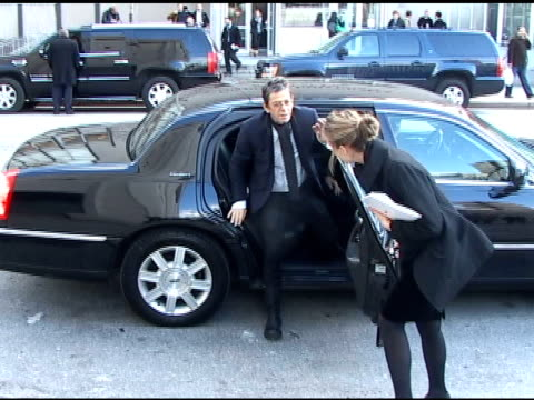 lou reed arrives at the lincoln center for the metropolitan opera opening night gala in new york 03/24/11 - ルー リード点の映像素材/bロール