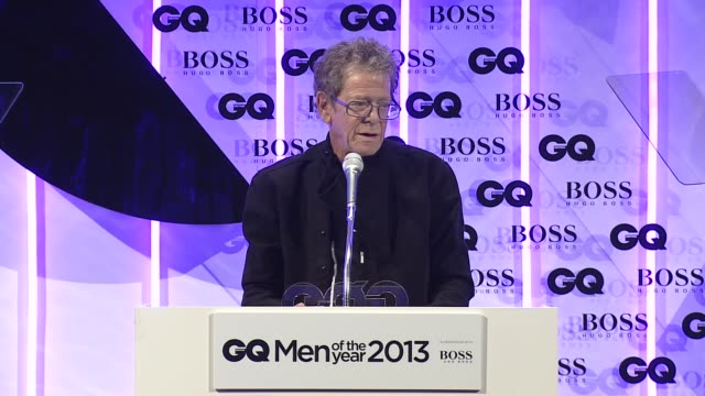lou reed on receiving an award from gq at the gq men of the year awards in london, england, uk on 9/3/13. - ルー リード点の映像素材/bロール