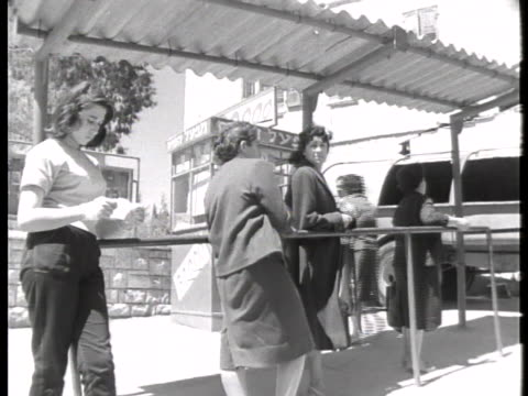 loud speakers broadcast the trial of adolf eichmann in jerusalem. - ゲシュタポ点の映像素材/bロール