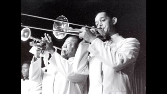 louis armstrong and band from a collection of films in the 1950's - アメリカ黒人の歴史点の映像素材/bロール