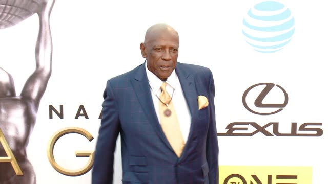 louis gossett jr at 47th annual naacp image awards at pasadena civic auditorium on february 05 2016 in pasadena california - pasadena civic auditorium stock videos and b-roll footage