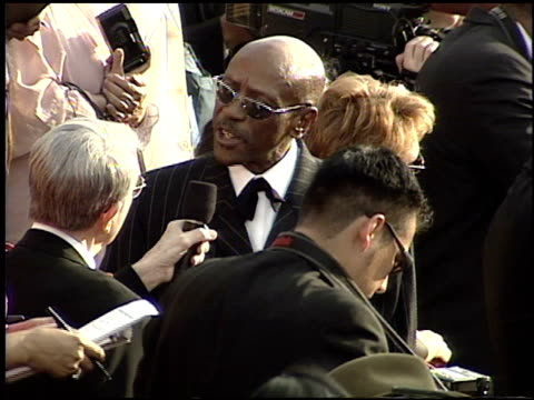 louis gossett jr at the 2001 academy awards at the shrine auditorium in los angeles california on march 25 2001 - 73rd annual academy awards stock videos & royalty-free footage