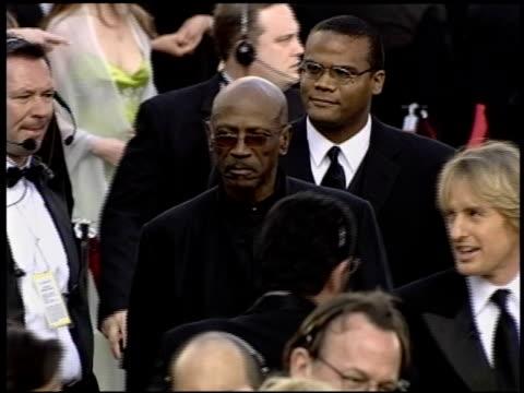 vidéos et rushes de louis gossett jr at the 2004 academy awards arrivals at the kodak theatre in hollywood, california on february 29, 2004. - 76e cérémonie des oscars
