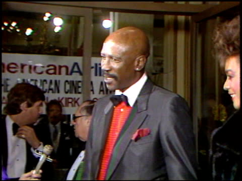 vídeos de stock e filmes b-roll de louis gossett jr at the 4th annual american cinema awards at the beverly wilshire hotel in beverly hills california on september 20 1987 - 1987