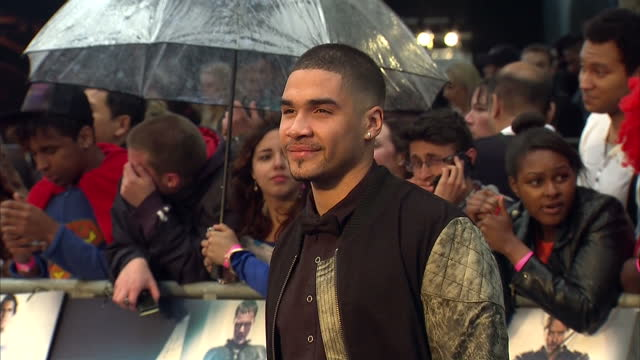 vídeos y material grabado en eventos de stock de louis smith posing for photo op on red carpet of man of steel premiere in leicester square louis smith on red carpet at premiere at leicester square... - superman superhéroe