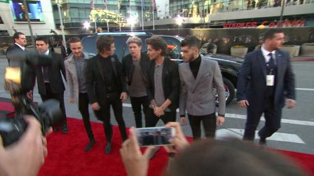 Louis Tomlinson Zayn Malik Liam Payne Harry Styles Niall Horan at 2013 American Music Awards Powered By Dodge in Los Angeles CA on