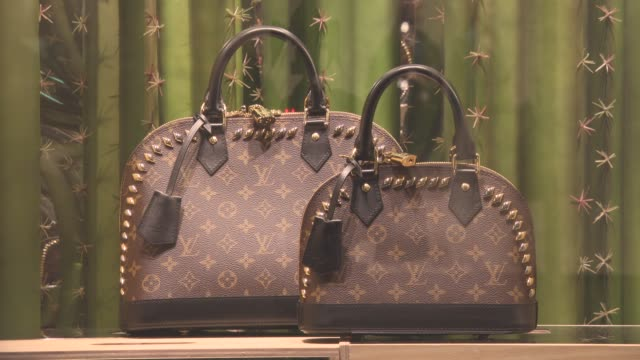 stockvideo's en b-roll-footage met atmoshphere louis vuitton at luxury brands in london at on january 25 2016 in london england - louis vuitton modelabel