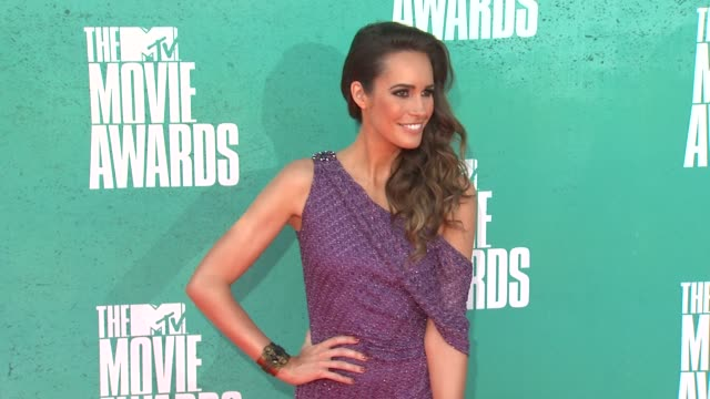 louise roe at 2012 mtv movie awards - arrivals at gibson amphitheatre on june 03, 2012 in universal city, california - gibson amphitheatre stock-videos und b-roll-filmmaterial