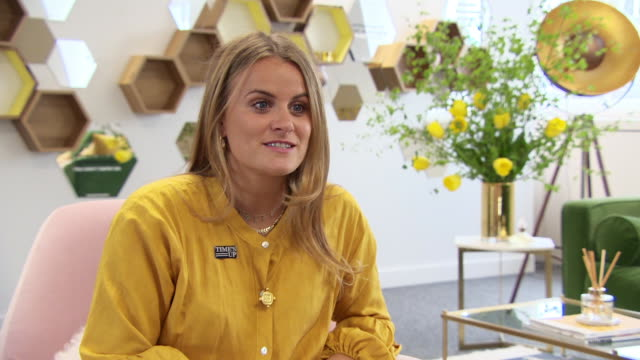 vídeos y material grabado en eventos de stock de interview louise troen vp international marketing and communications on the launch of the initiative why it's important why it fits the brand at... - time's up movimiento social