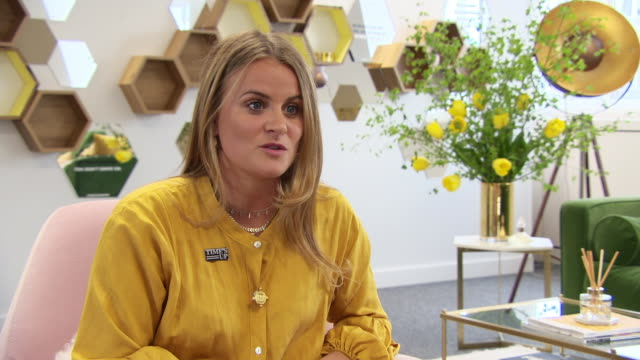 vídeos y material grabado en eventos de stock de interview louise troen vp international marketing and communications on the importance of brands to take action on gender equality at bumble presents... - time's up movimiento social