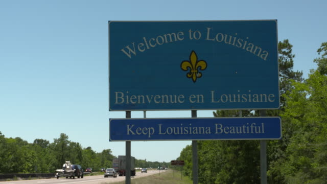 stockvideo's en b-roll-footage met louisiana and mississippi state line signs on 10 highway on saturday may 25 2017 - commercieel landvoertuig