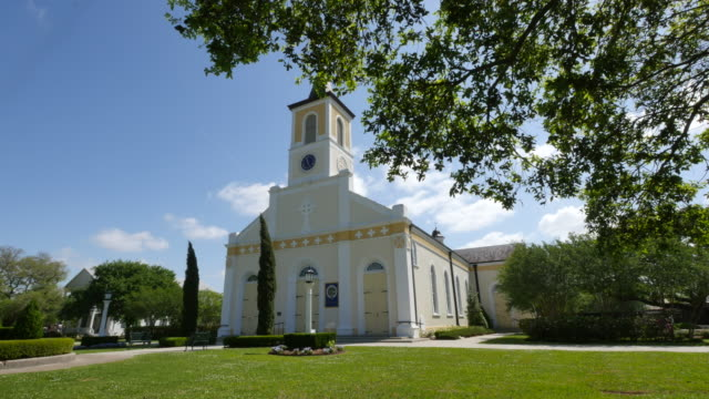 louisiana st martinville church - südliche bundesstaaten der usa stock-videos und b-roll-filmmaterial