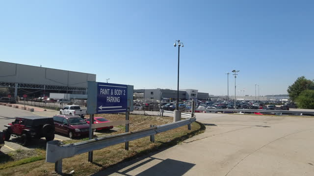 louisville, kentucky, usa - october 7th, 2020: exterior shot of ford lincoln assembly plant in louisville, ford production runs strong amid the 2020... - dolly shot stock videos & royalty-free footage