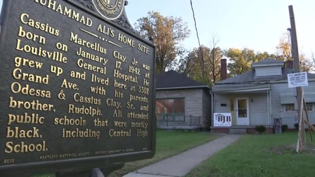 louisville prepares for the funeral of muhammad ali usa kentucky louisville ext sign outside the home of former world heavyweight boxing champion... - heavyweight stock videos and b-roll footage